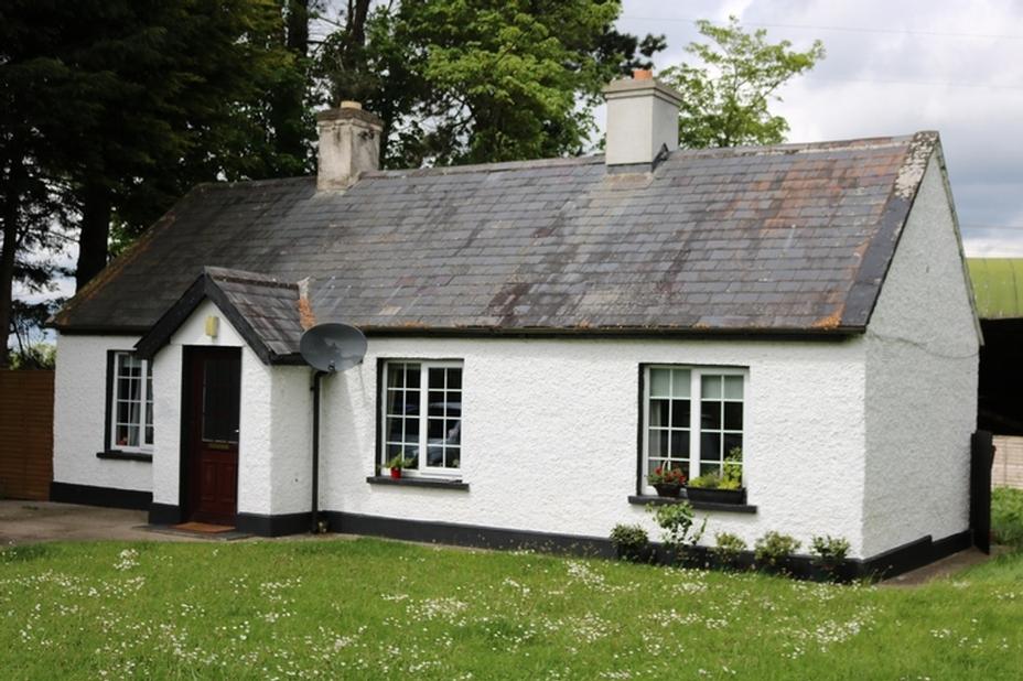 Cottage on c. 0.3 Ac/ 0.12 Ha Crockaun, Ballyshannon, Kilcullen, Co. Kildare