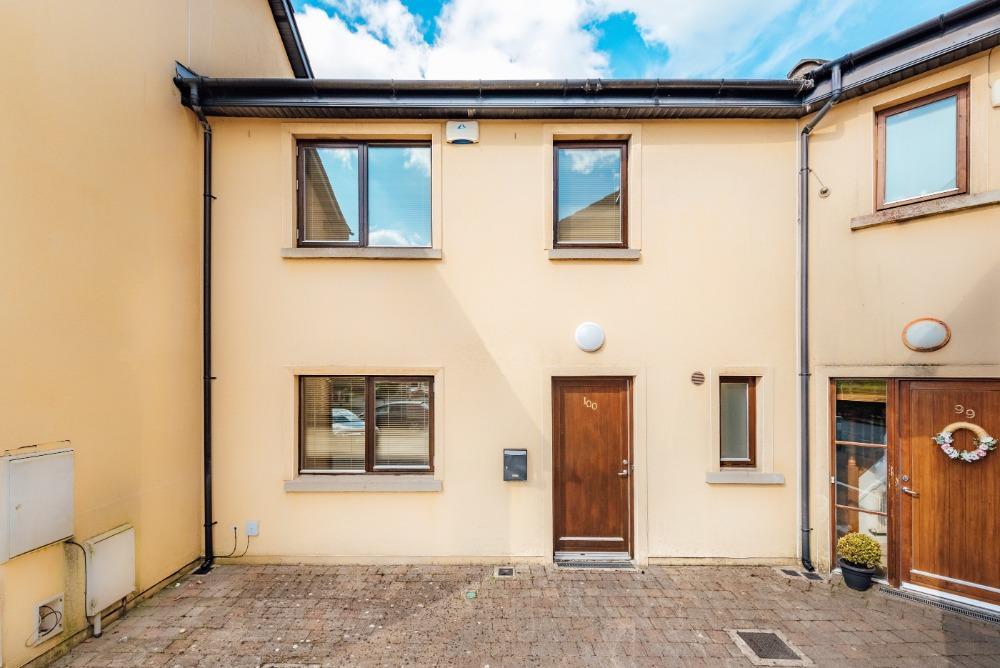 100 Roseberry Hill, Newbridge, Co. Kildare, W12 P082